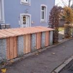 Brennholz und Mülltonnenüberdachung