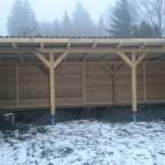 Holzunterstand und Sichtschutz